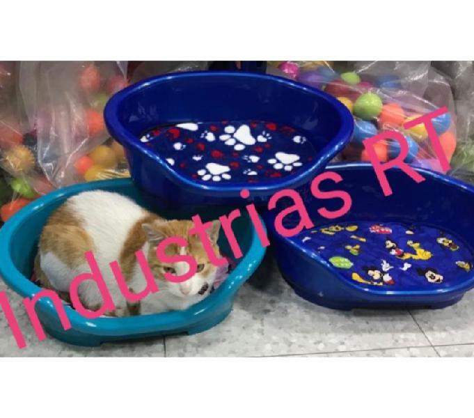 Fabrica de juguetes y artículos plasticos para mascotas