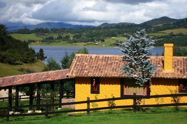 Romántica cabaña a orillas de la represa del sisga,
