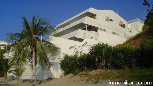 Casa en santa marta en venta, frente al mar en conjunto