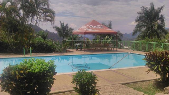 Mansion en condominio privado 6.800 m2 piscina, canchas,