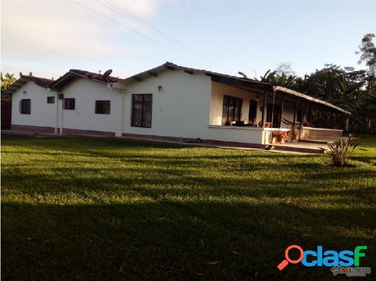 Casa campestre 400 m2 en pueblo tapao