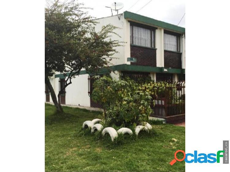 Vendo amplia casa esquinera en tundama