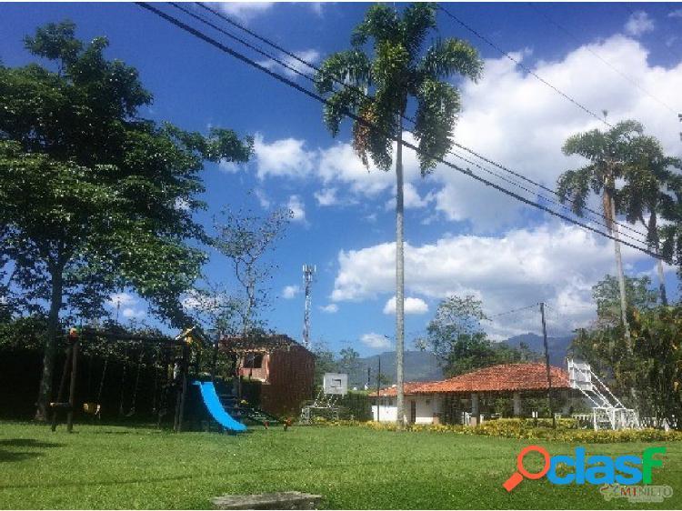 Casa Campestre 372 m2 Lote 871 m2 en el Caimo