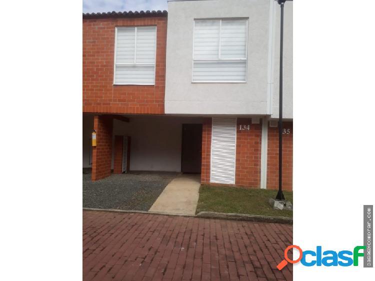 Vendo hermosa casa en condominio en jamundi