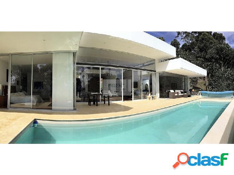 Casa en venta con piscina cerca al tesoro