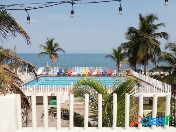 Alquiler de cabañas frente al mar con piscina