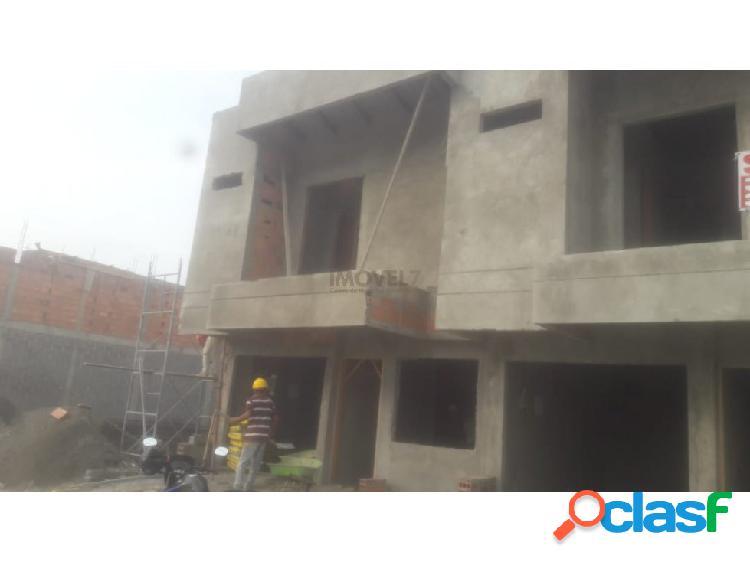 Casa de dos pisos en b/rosendo garces