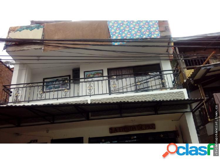 Casa segundo piso barrio naranjitos 72 metros