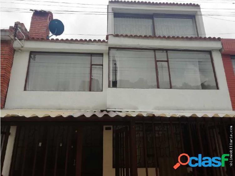 Casa de tres plantas con apartamento independiente