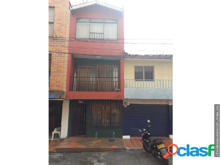 Casa tres pisos barrio pradito 63 metros