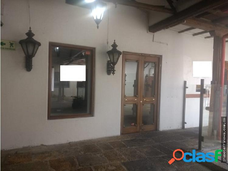 Arriendo local en hacienda santa barbara 21 mts
