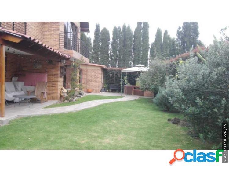 Hermosa casa en chia de tres niveles y zona verde