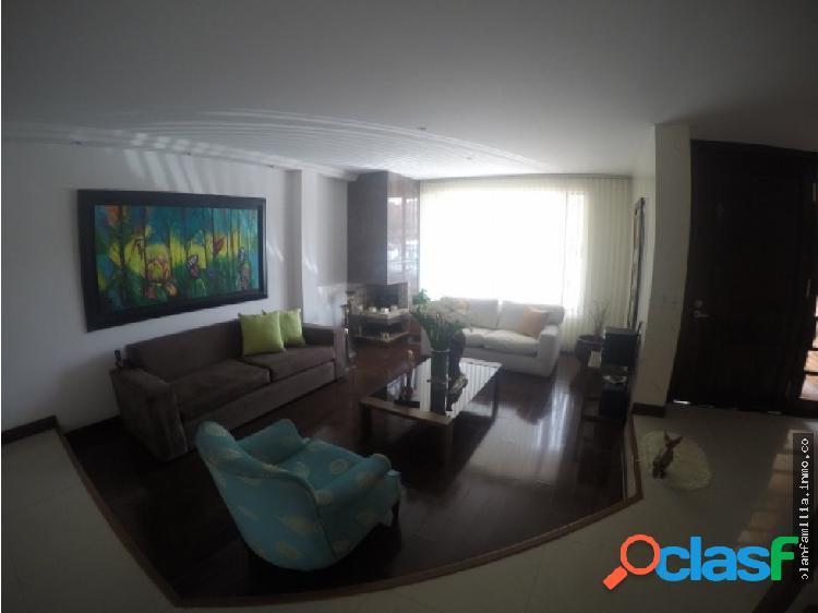 Casa de tres niveles en chia 4 habitaciones