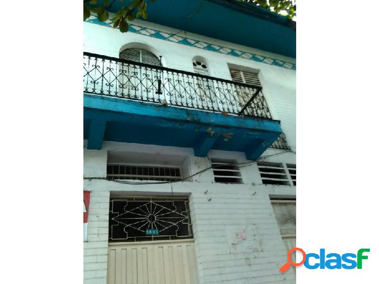 Amplia casa en buen sector con 3 locales comerc.