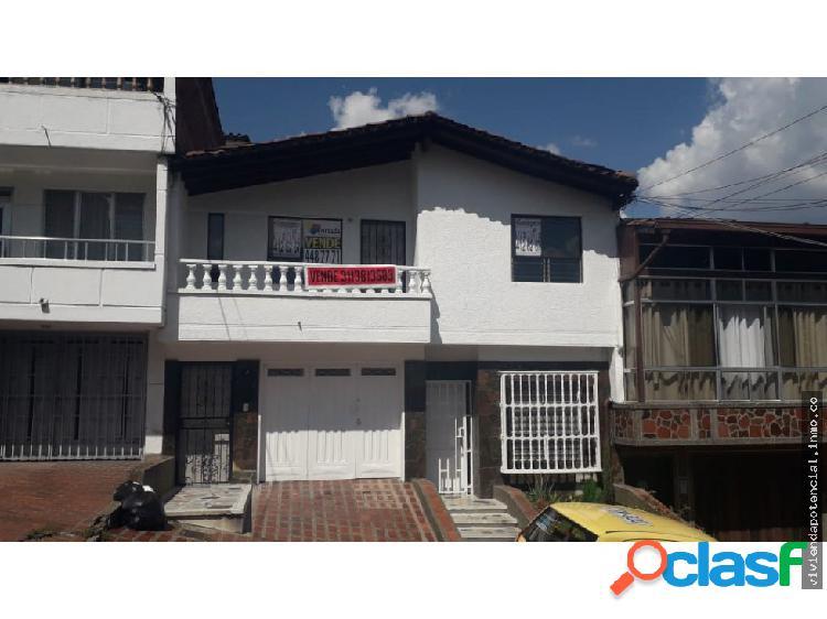 Casa segundo piso barrio santa monica 160 metros