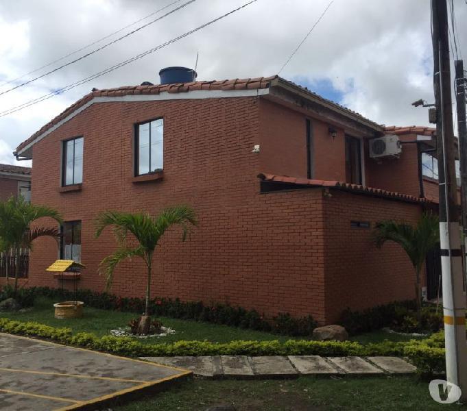 Hermosa casa remodelada conjunto el poblado