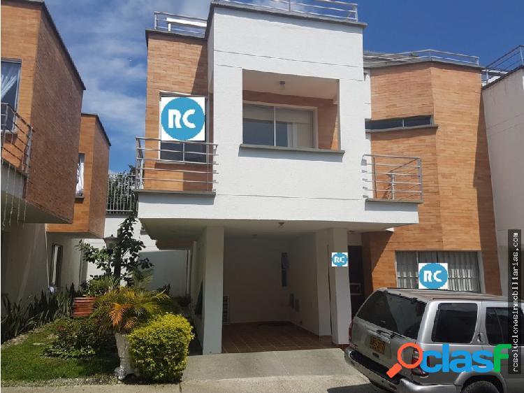 Alquilo o vendo casa av. 19 sector norte armenia.