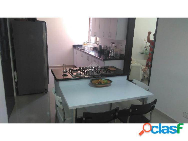 Apartamento clásico y remodelado en vía las palmas