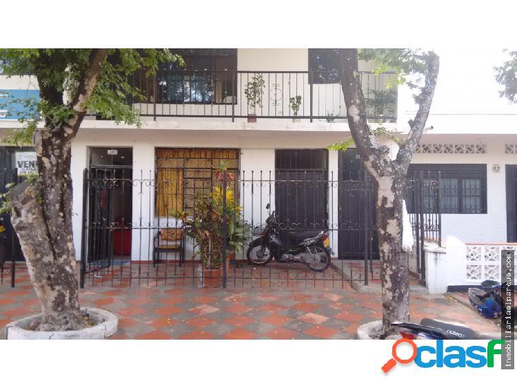 Bonita y amplia casa en el barrio centenario.