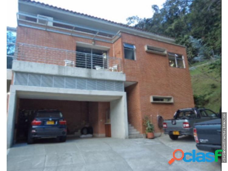 Casa moderna poblado