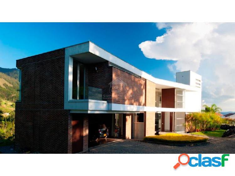 Casa moderna, grande y con vista panóramica