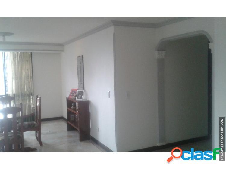 Apartamento amplio en laureles