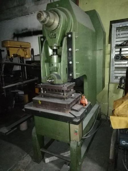 Troqueladora de 40 tonealdas, con carrera variable.