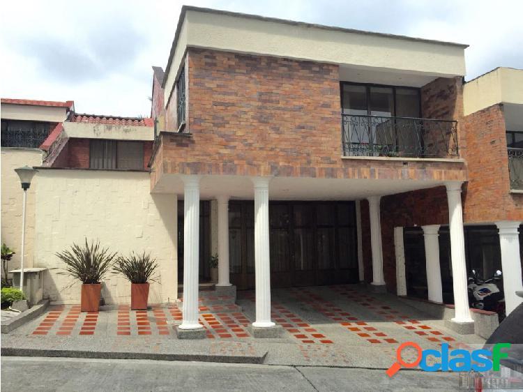 Casa 300 mt2 conjunto cerrado sector clinicas