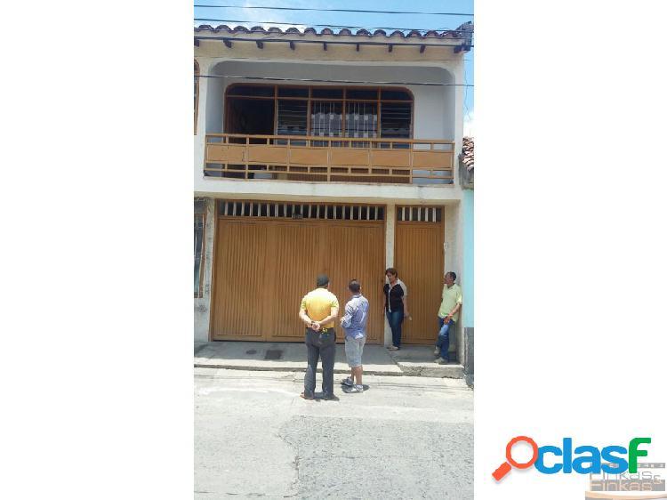Casa barrio santa barbara buga.