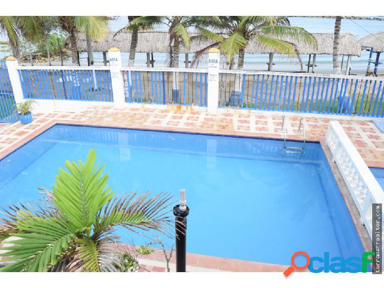 Cabaña para 14 personas con piscina frente al mar