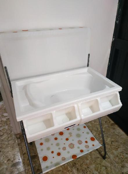 Bañera de piso con cambiador