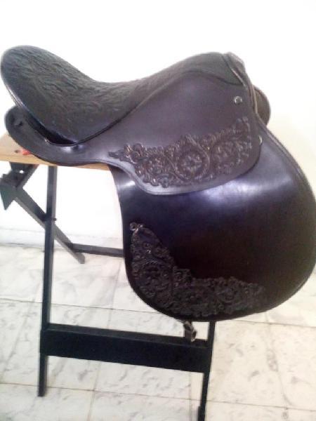 Silla para montar a caballo del peru