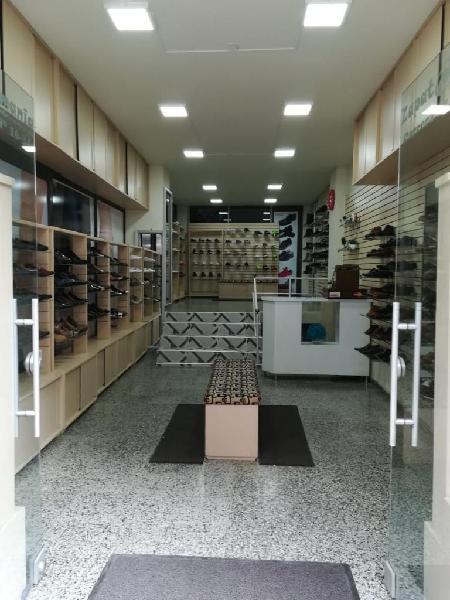Se vende acreditado almacen de calzado