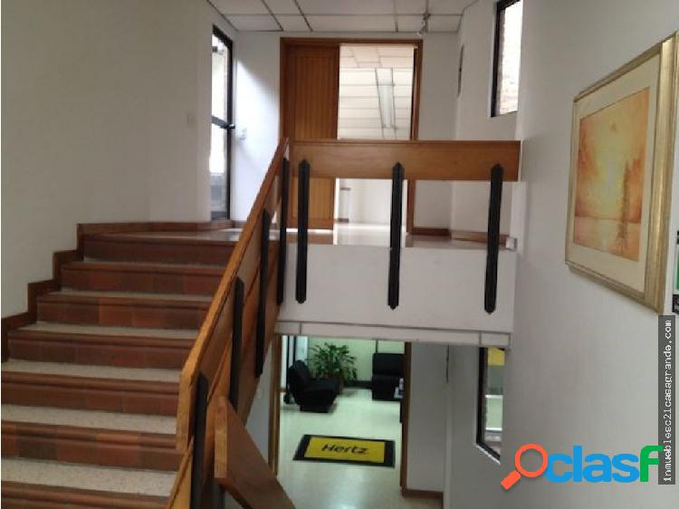 Excelente oficina abierta de 150 m2.