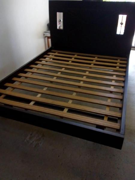 Cama doble con colchón