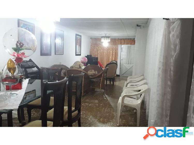 Se vende casa en el barrio la ceiba