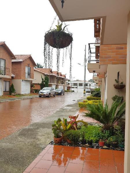 Casa en arriendo en villas de gualanday