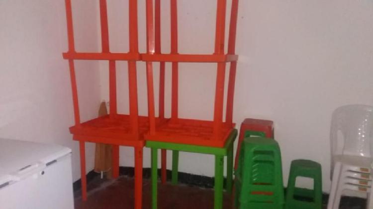 Juegos de mesas cuadradas con sillas