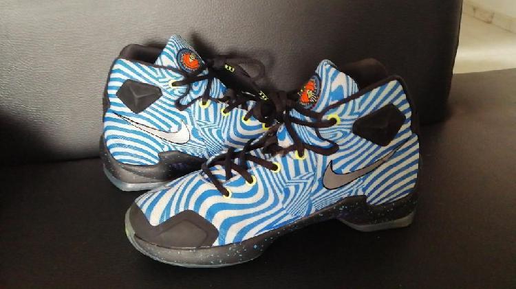 Nike lebron 13 hypnotic kidds talla 4.5