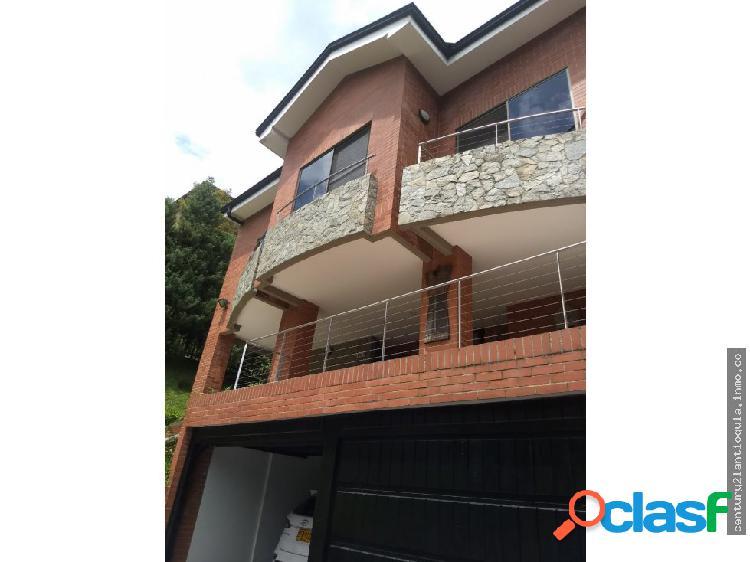 Casa en conjunto residencial sector los balsos