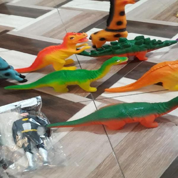 Animales,dinosaurios en caucho