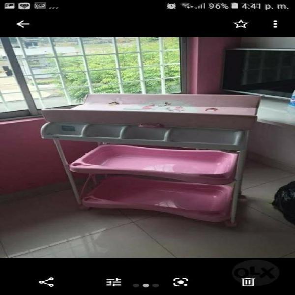 Bañera y cambiador para niña