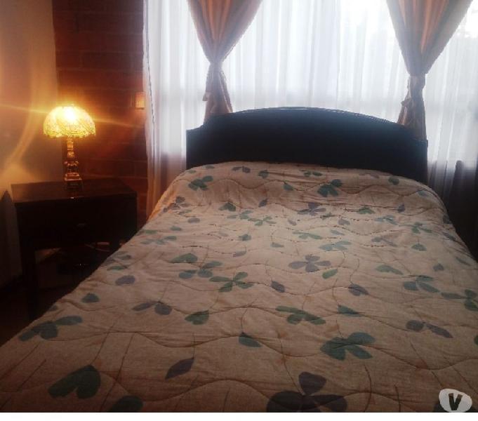 Vendo juego alcoba en cedro, cama semidoble, colchón, mesa