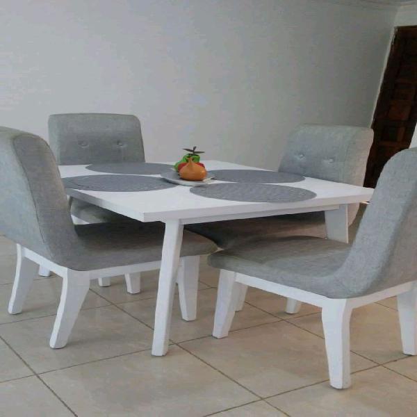 Comedor de 4 puestos, mesa blanca y sillas grises. tela lino ...