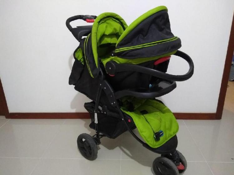Combo coche, silla bebe y comedor. de 1 a 3 años