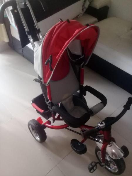 Vendo bonito triciclo paseador color rojo