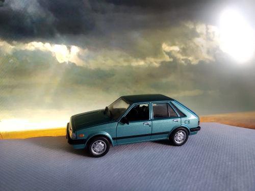 Mazda 323 escala 1/43 de los mas queridos de colombia