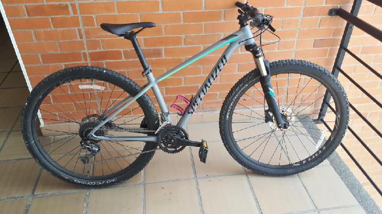 Bicicleta mountain bike grupo shimano deore 9 velocidades