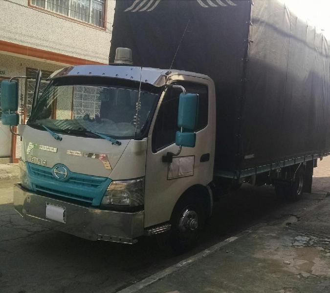 Camion hino 300