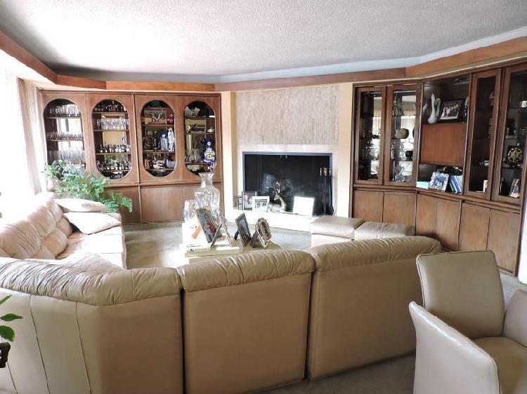 Apartamento en venta en bogota santa barbara cod. vbire4023